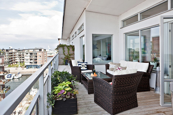 small-balcony-with-rattan-chairs