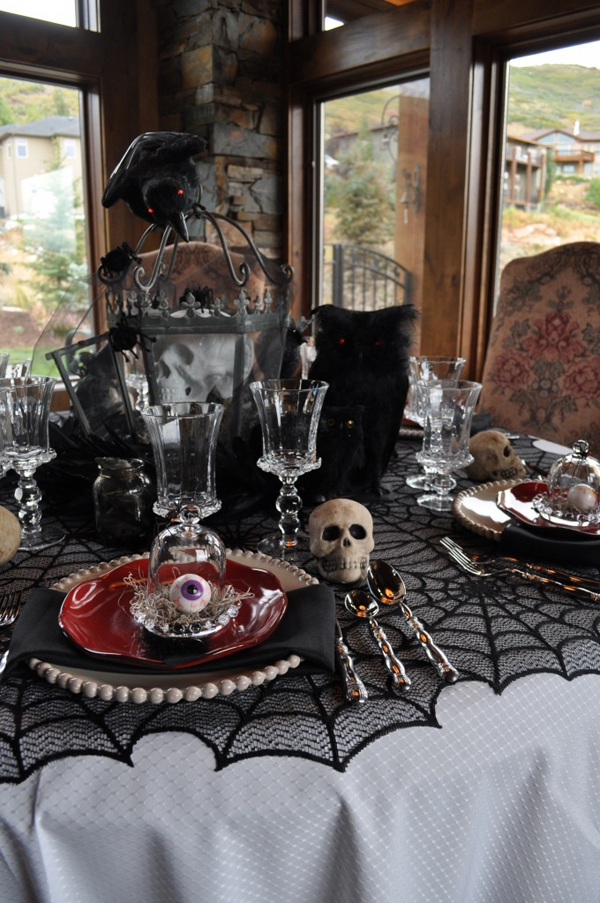 30 dramatic halloween table decor ideas home design and - Decoration de table halloween ...