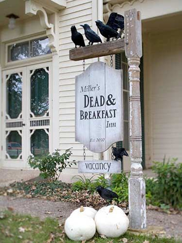 25 cool and scary halloween decorations home design and for Deco exterieur halloween