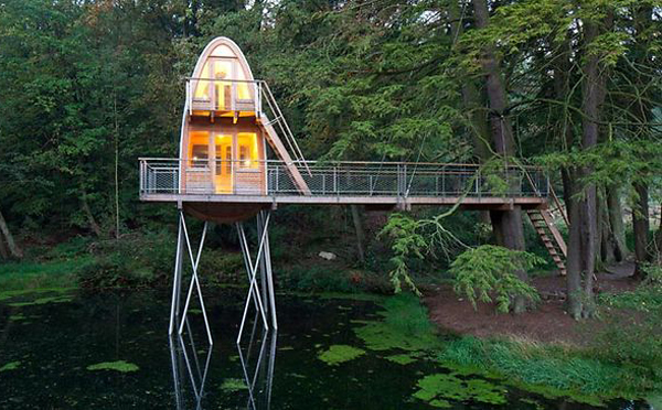 Modern treehouse with lake view for Modern tree house plans