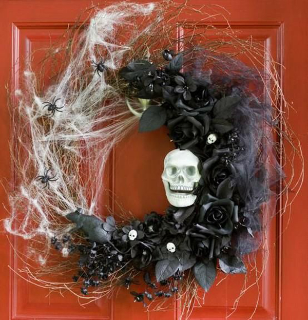 Outdoor skull halloween wreaths for Cool halloween decorations to make at home