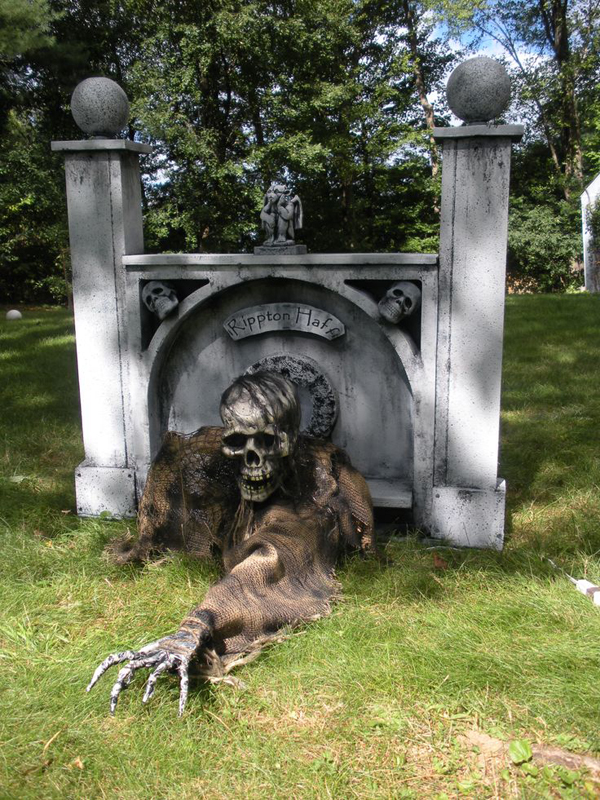 outdoor halloween garden ideas gallery of 25 cool and scary halloween decorations - Halloween Front Yard Decoration Ideas