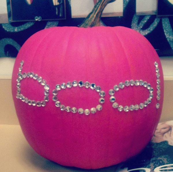 Office halloween decorations ideas - Gallery Of 20 Pretty Pink Halloween Decoration Ideas