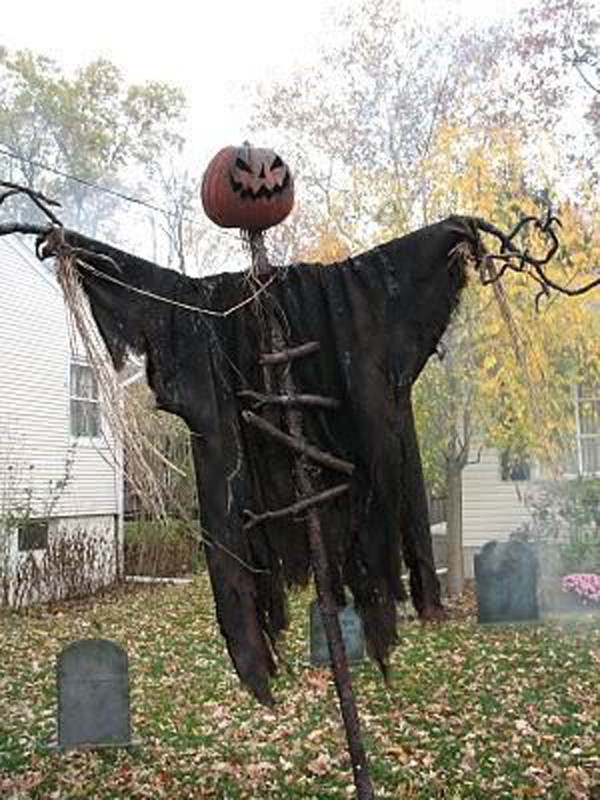 gallery of 25 cool and scary halloween decorations - Spooky Outdoor Halloween Decorations