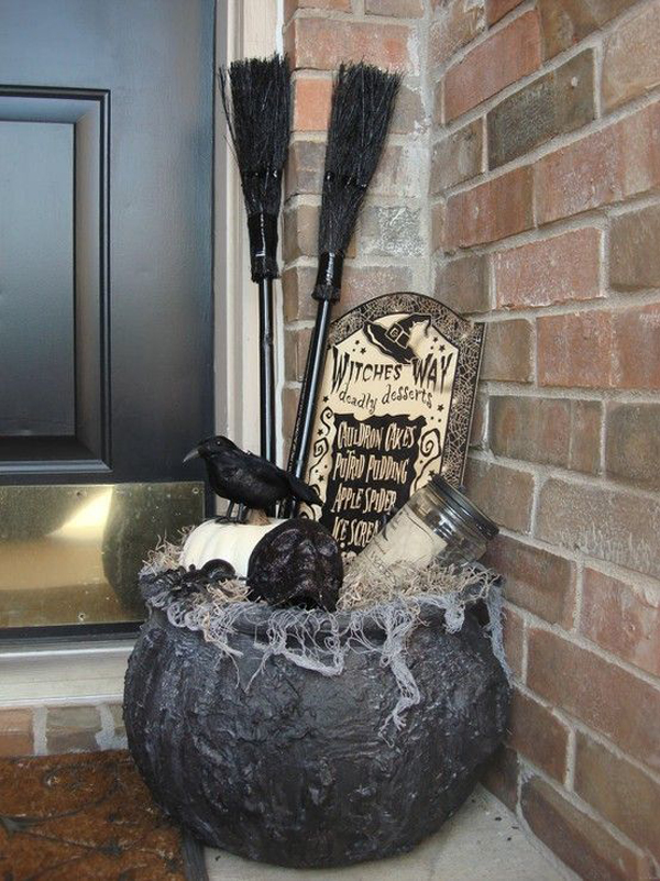 25 cool and scary halloween decorations home design and for 90 cool outdoor halloween decorating ideas