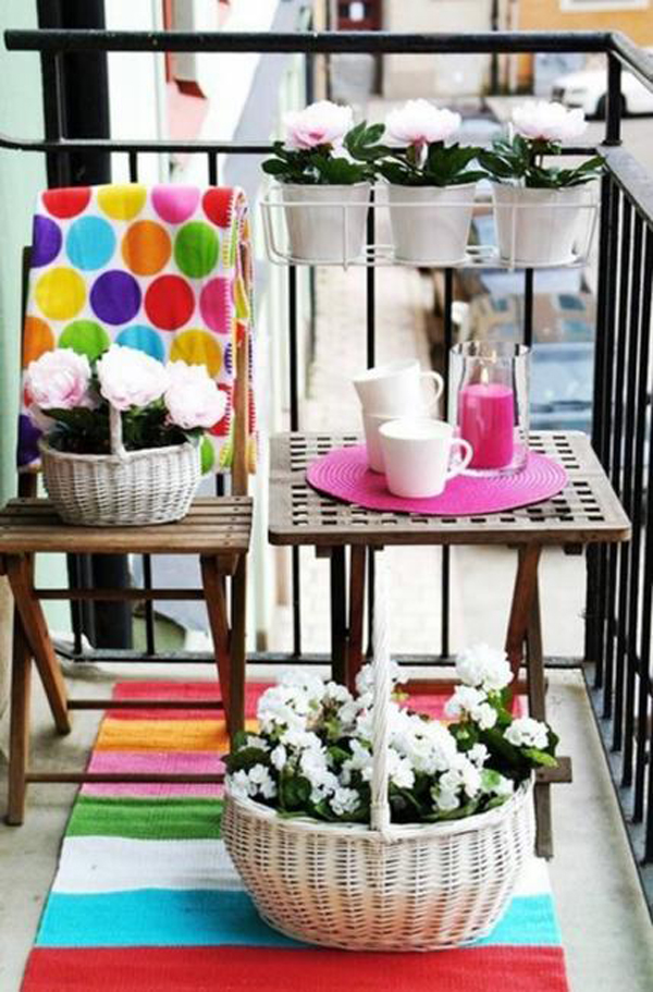 Summer balcony garden ideas for Outdoor balcony decorating ideas