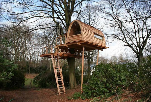Wood small treehouses design for Small tree house