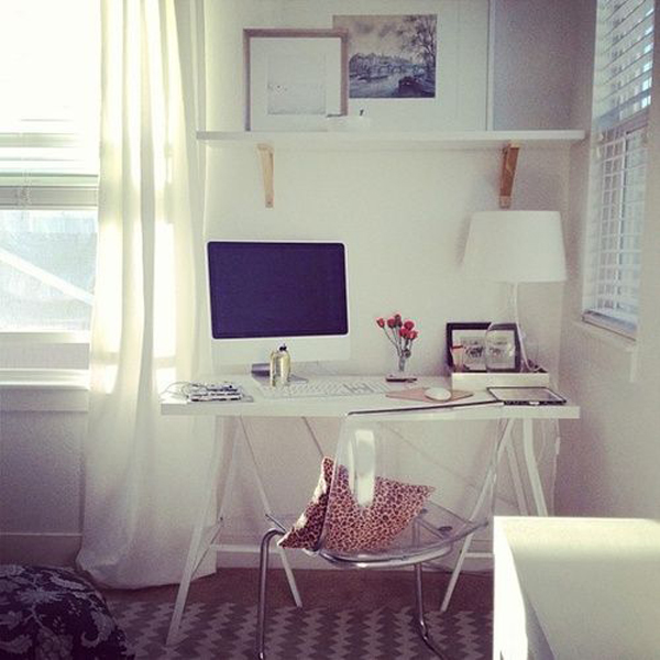 girly-and-feminine-workspace