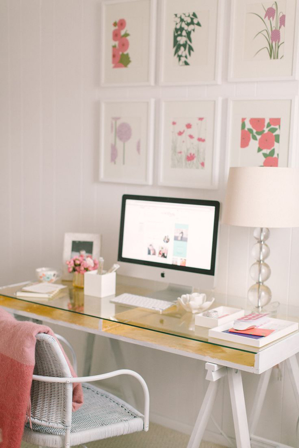 girly-workspace-with-gallery-wall