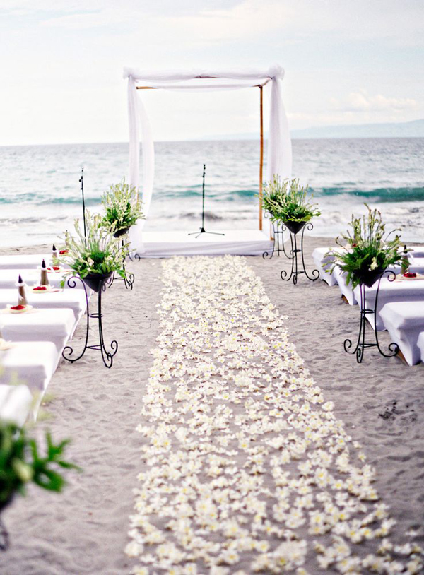 15 Romantic And Simple Beach Wedding Ideas