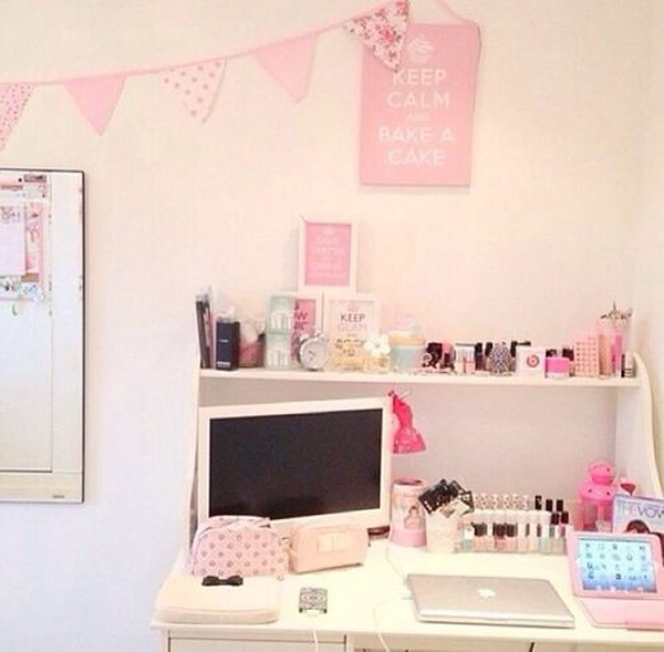25 girly girl workspace ideas home design and interior for Cute girly rooms