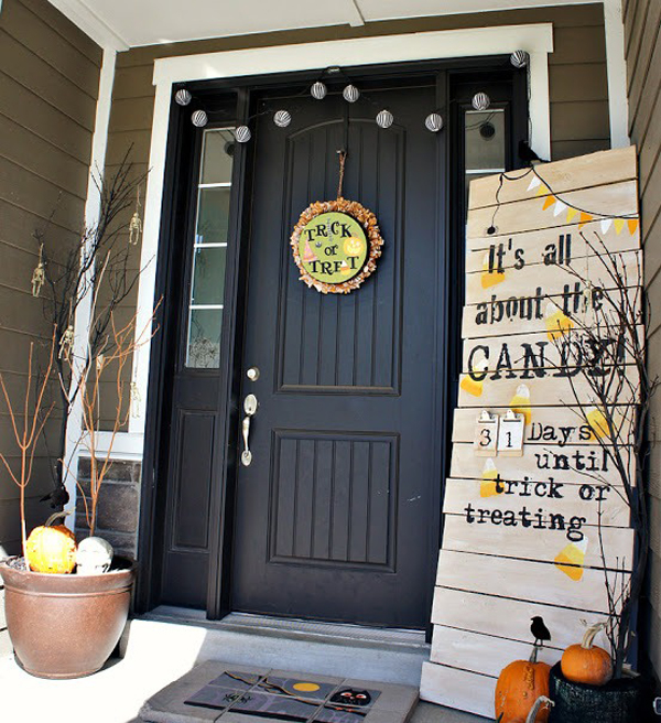 35 awesome halloween front door ideas - Creative Halloween Door Decorations