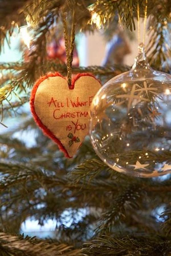 love-christmas-balls