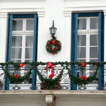 simple-christmas-balcony-design