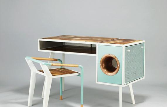 cool-soundbox-desk