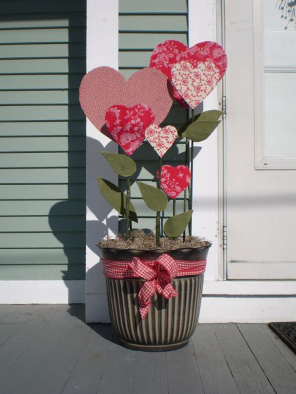 20 Romantic Outdoor Valentine Decorations | HomeMydesign