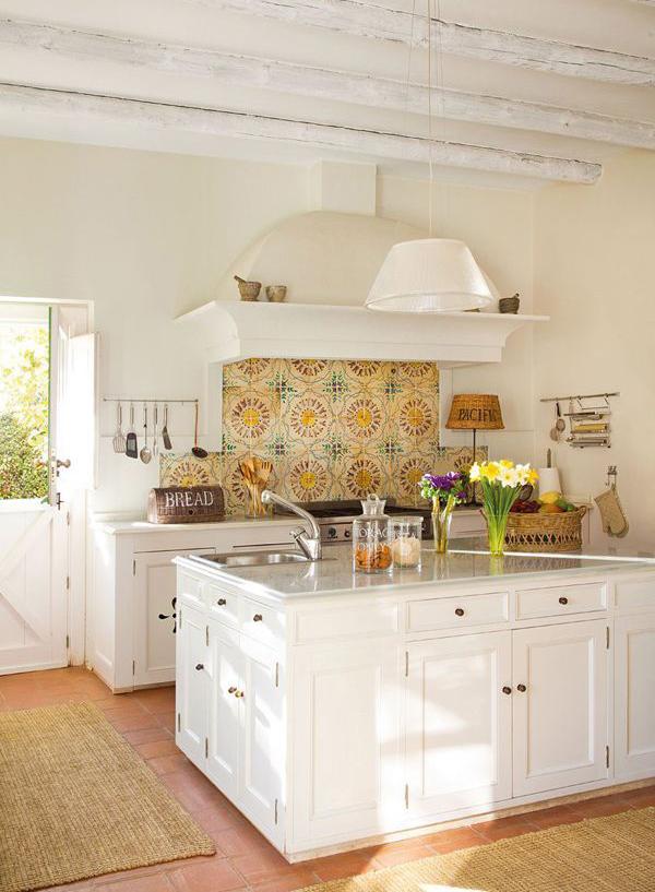 Simple Farmhouse Living Room