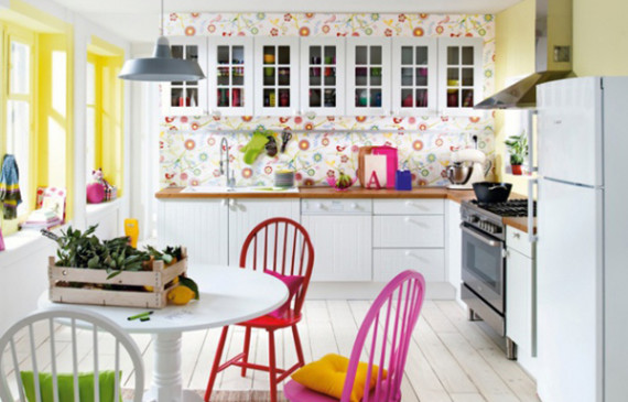 original-kitchen-with-colorful-wallpaper