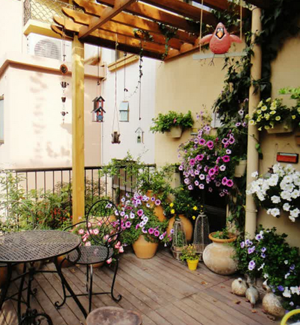 10 Of The Best Romantic Decor Ideas For Your Bedroom: Romantic-flower-balcony-decorations