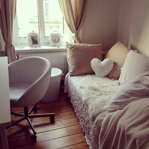 Small love dorm bedroom - Small dorm room ideas ...