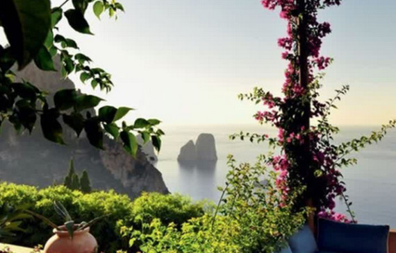 very-romantic-balcony-with-flower-ornament