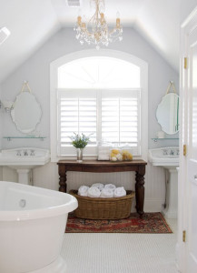 white-bathroom-with-persian-rugs   homemydesign