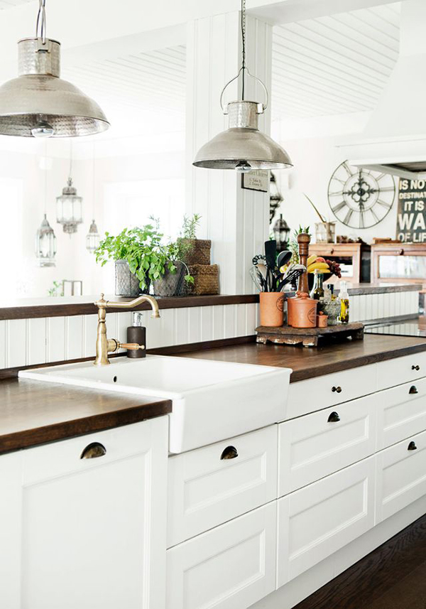 White farmhouse kitchen cabinet design for Farm style kitchen handles