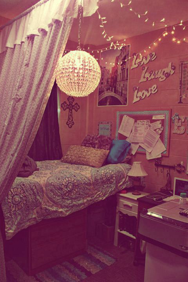 20 diy dorm canopy beds home design and interior for Cute dorm bathroom ideas