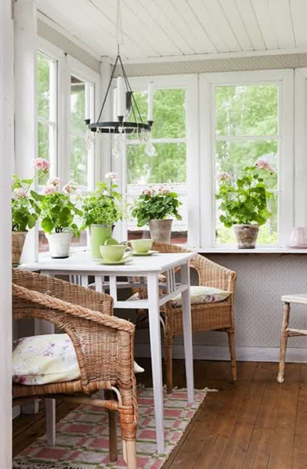 20 Cozy Home Interior Design Ideas: Cozy-small-sunroom-decor-ideas