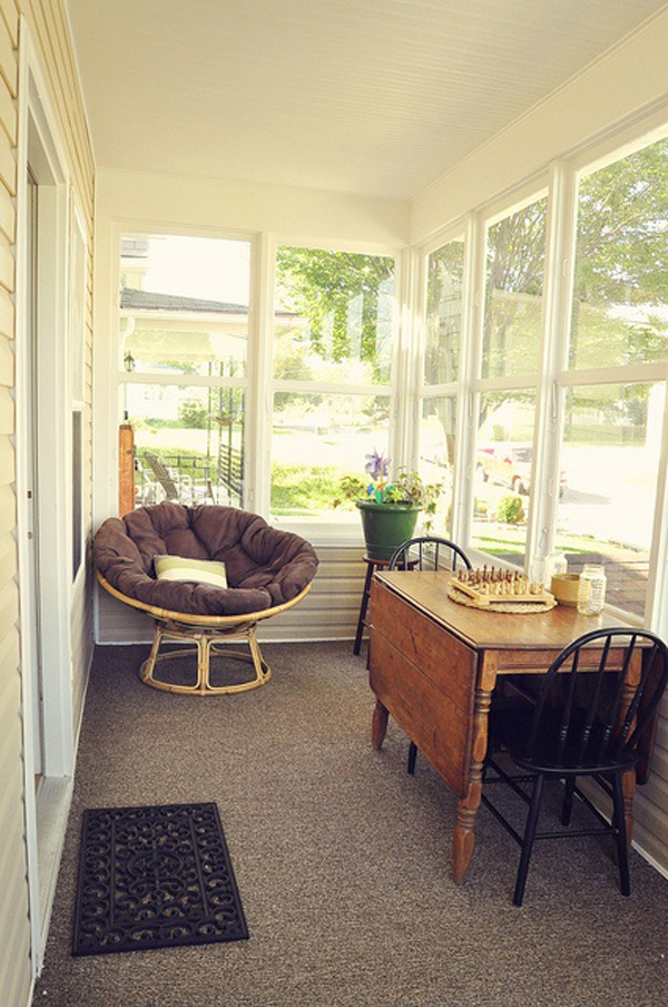 20 small and cozy sunroom design ideas home design and for Small cozy chair