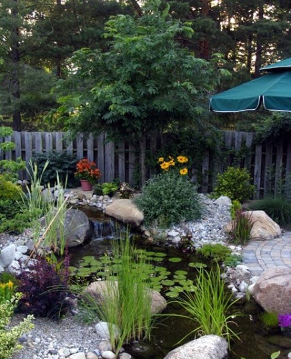 small-backyard-ponds - HomeMydesign