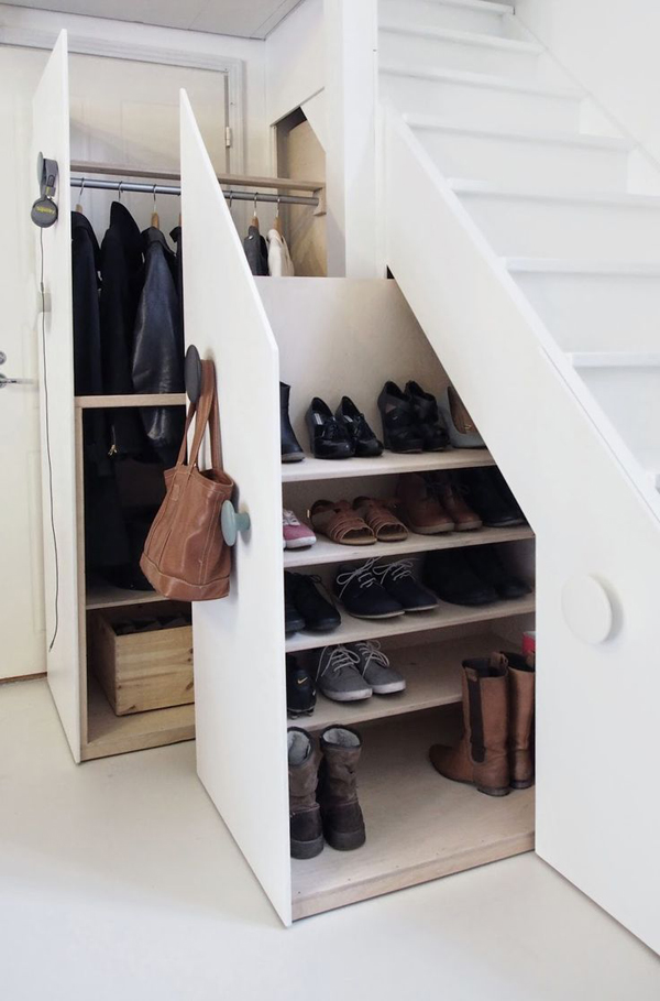 20 diy shoe storage solutions home design and interior - Rangement coulissant sous escalier ...