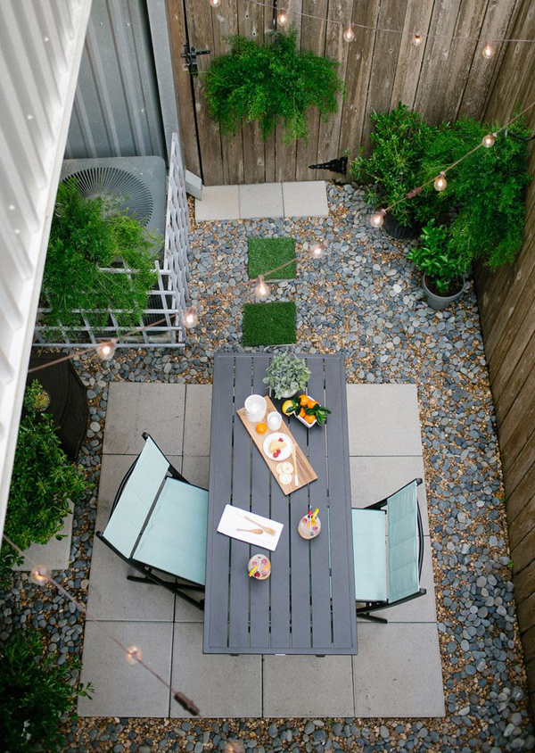 Diy small backyard ideas for Very small courtyard ideas