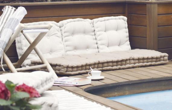 cozy-pool-nook-relaxing-outdoor