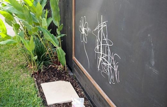 outdoor-kids-play-areas-with-chalkboard