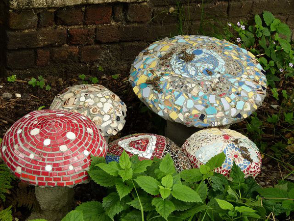 Awesome mosaic mushroom garden ideas for Garden mosaics designs