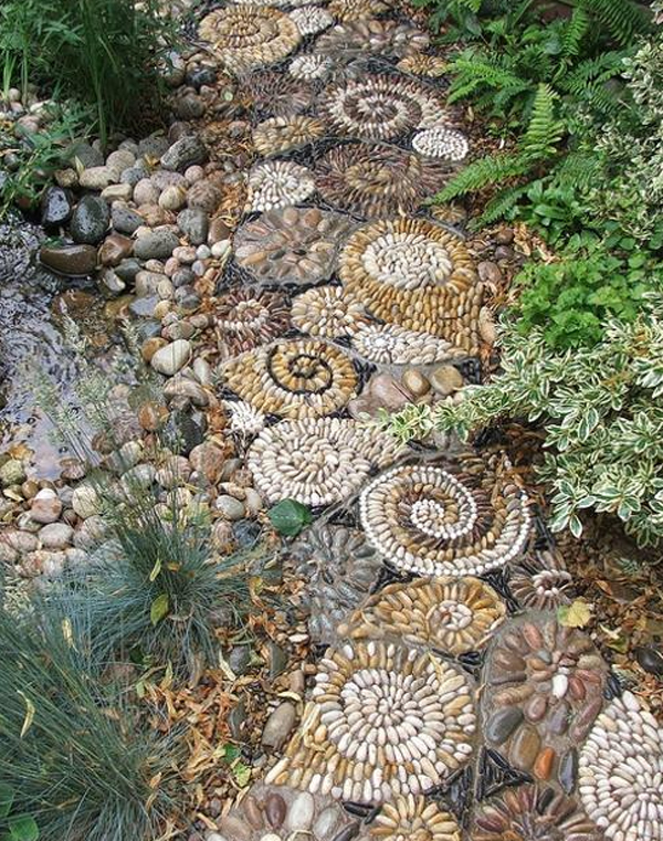 10 beautiful diy garden mosaic projects home design and for Diy garden path designs