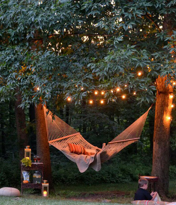 Cozy-backyard-lights-with-hanging-chair