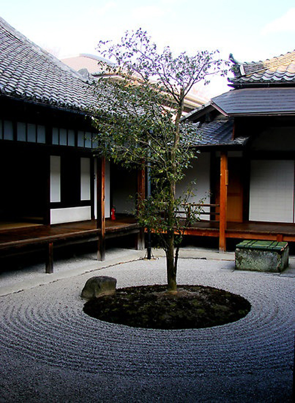 Minimalist japanese courtyard garden for Minimalist house with courtyard