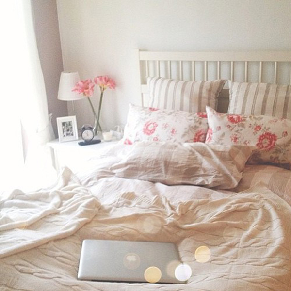 Sweet Youthful Room With Flower Ideas