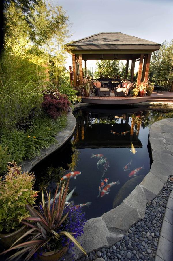 pretty-garden-pond-deck-decoration - HomeMydesign