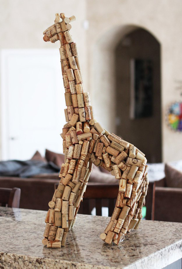 Diy giraffe wine cork sculpture for Cool wine cork projects