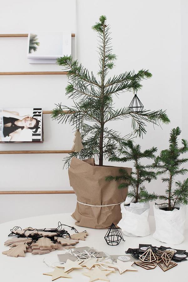 How Do You Put Lights On A Christmas Tree