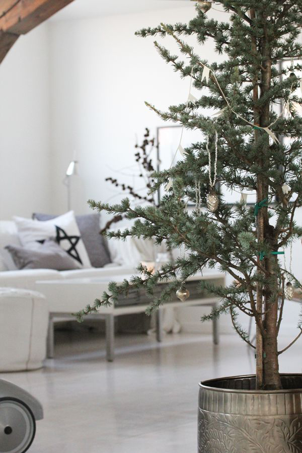 25 Simple And Minimalist Christmas Tree Decorations Home