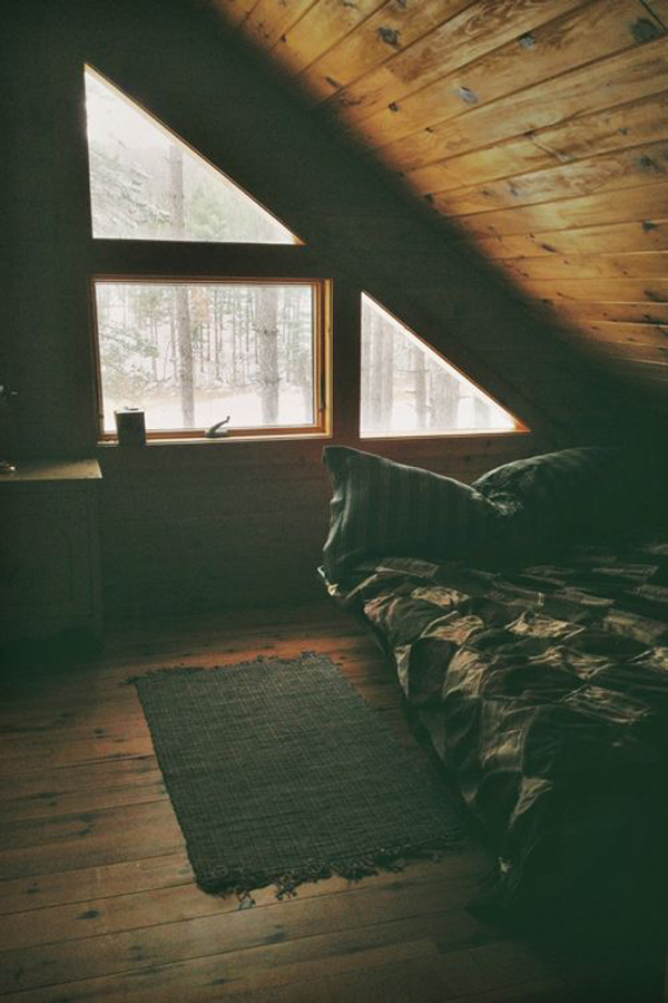 Rustic loft bedroom for winter for Winter bedroom
