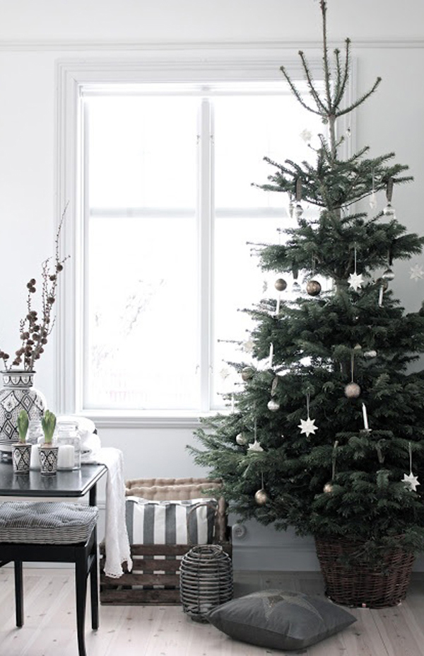 scandinavian simple christmas tree decor