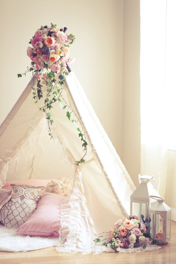 Shabby chic baby nursery with tent decor for Chic baby nursery ideas