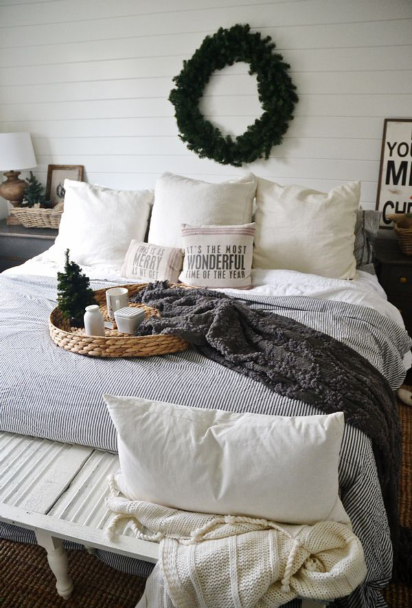20 Beautiful Winter Bedroom Ideas | Home Design And Interior on blue decorating ideas for bedrooms, black bedroom paint ideas, black designer bedrooms,