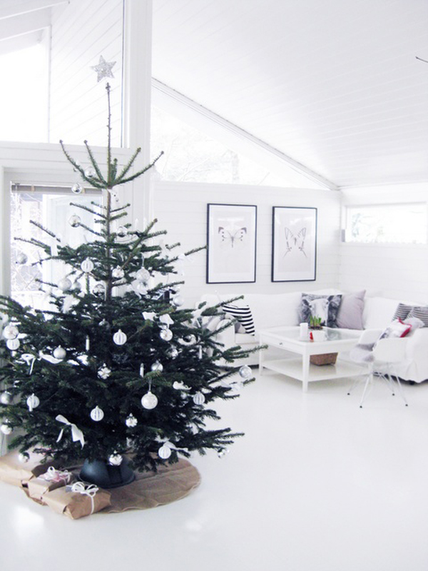 Simple Christmas Decorating Ideas: 25 Simple And Minimalist Christmas Tree Decorations