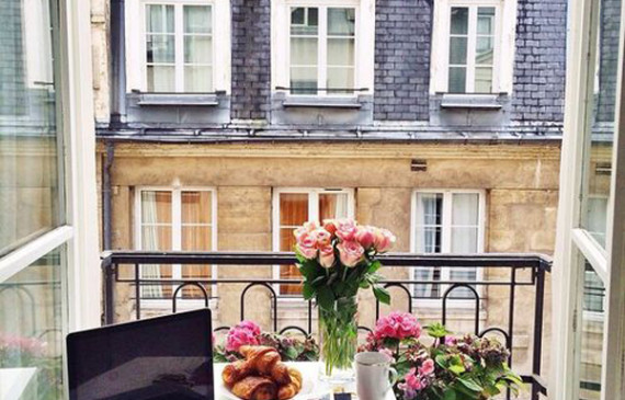 beautiful-balcony-workspace-with-breakfast